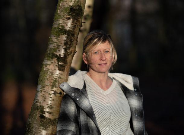 portrait vrouw in bos V